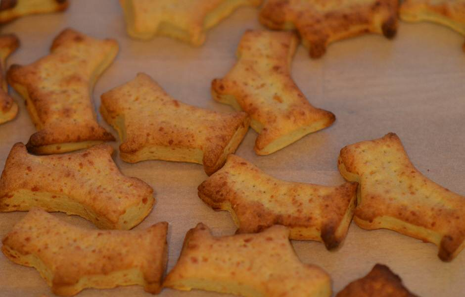 cooked cheese dog biscuits