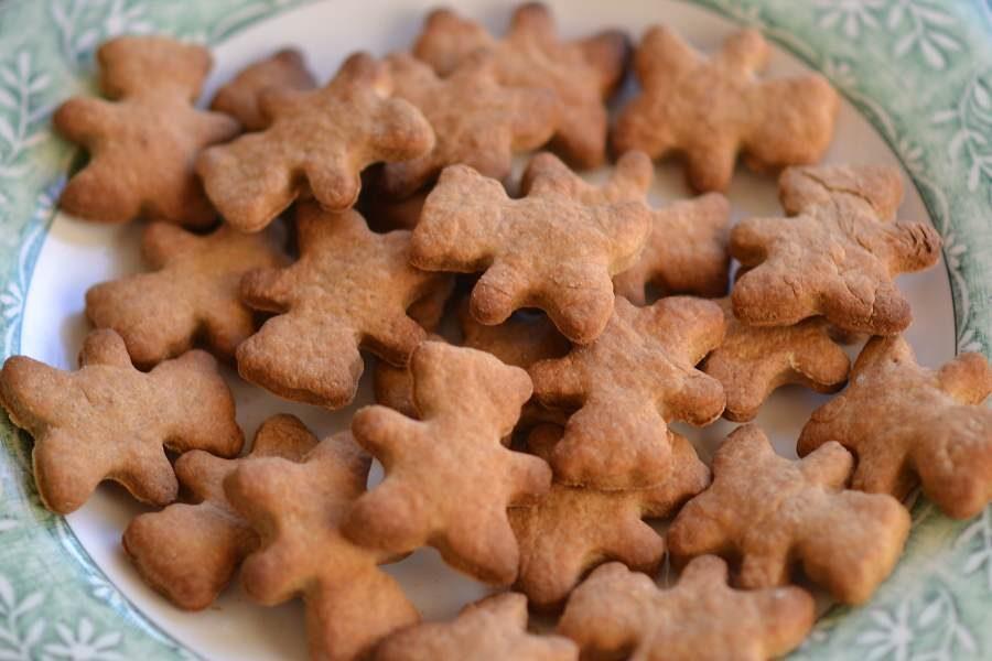 gingerbread men dog treats